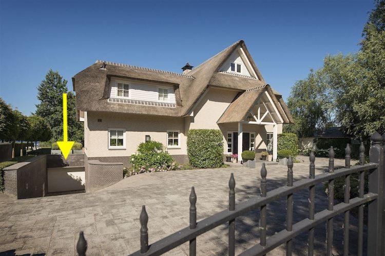 Vinkeveense villa komt met garage voor 20(!) auto's