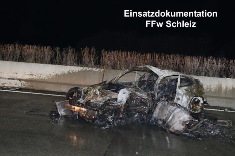 Bizarre crash in Duitsland legt Porsche 911 volledig in de as