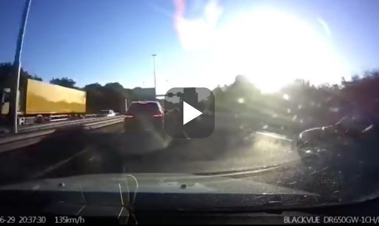 Achtervolging op de A15 eindigt in harde crash