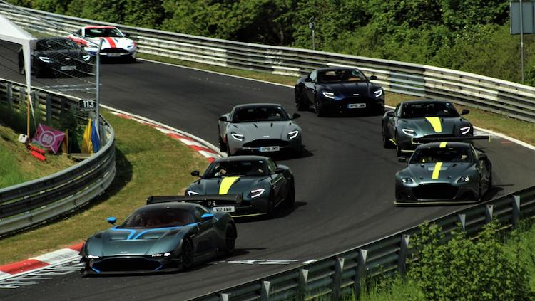 Hoeveel Aston Martins tel jij hier op de