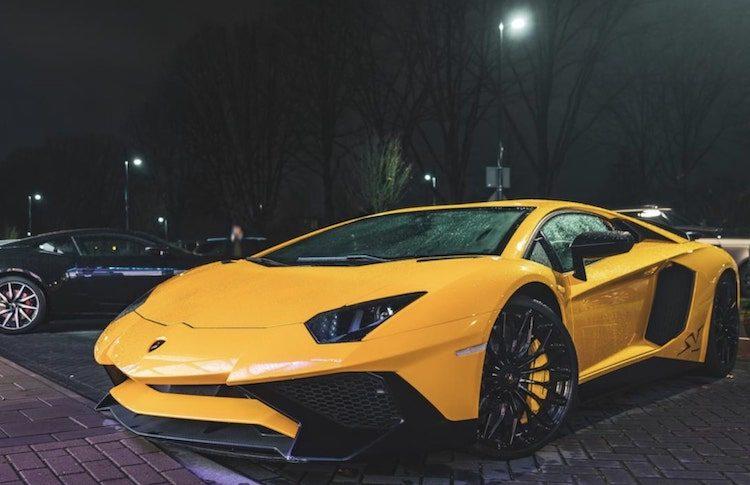 Gespot: Aventador SV met joekels van velgen