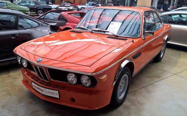 Gespot: oranje BMW 3.0 CSL met NUL kilometers