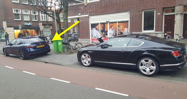 Gespot: Giulia Q-rijder snapt parkeervakken niet