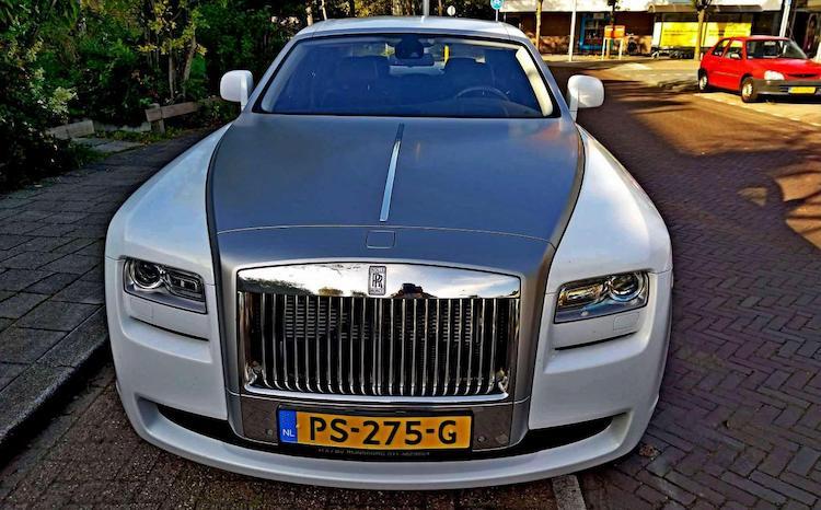 Gespot: nette wrap op deze Rolls-Royce Ghost