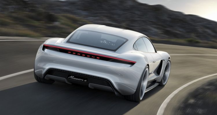 Mission E lacht om Model S