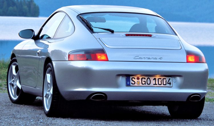 Porsche 911 Carrera 4 Coupé (996) '01