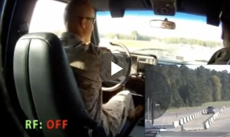 Halt! De politie kan je auto op afstand uitschakelen