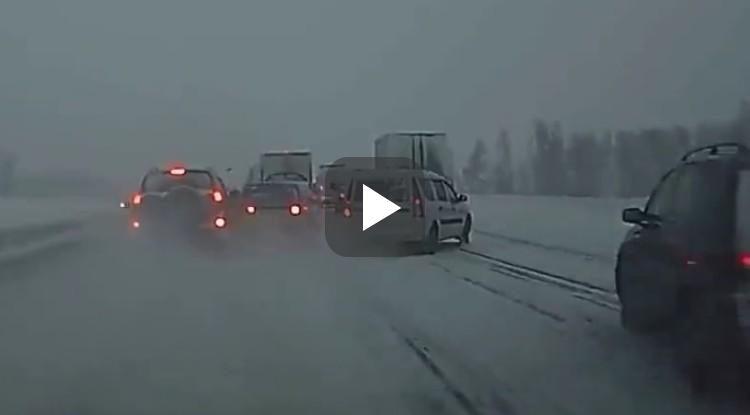 Video: dashcammer heeft lak aan sneeuw, krijgt verrassing