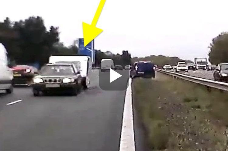 Video: verdwaalde caravan doet spookrijden