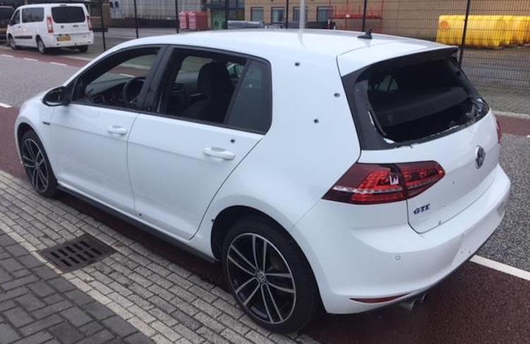 Kopen? 'Splinternieuwe' VW Golf (met kogelgaten)