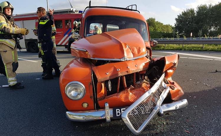 Barista's crashen Volvo Duett op de A2