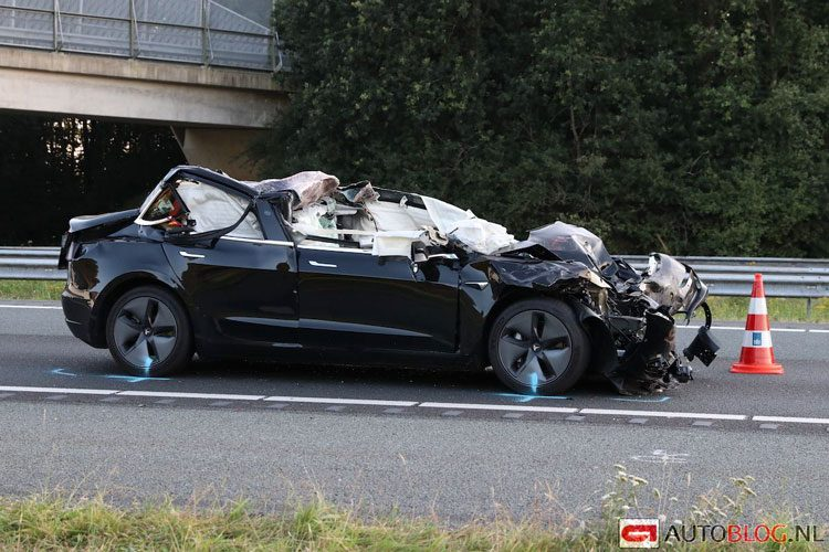 Tesla-Model-S-crash