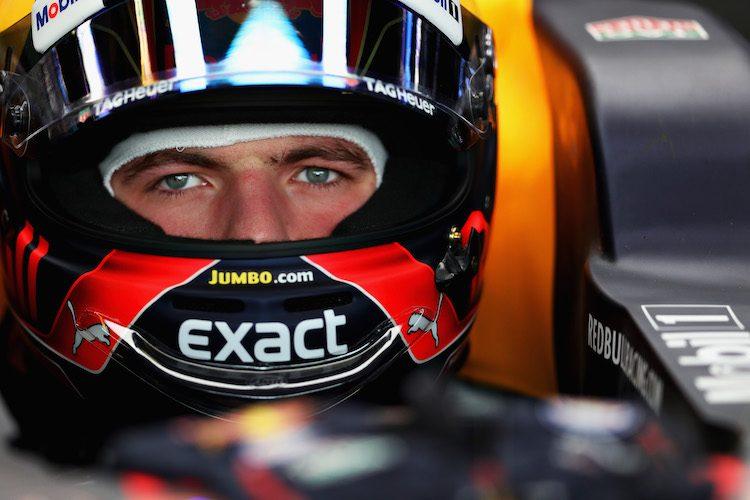 Heeft Max Verstappen ruimte nodig op zijn helm?