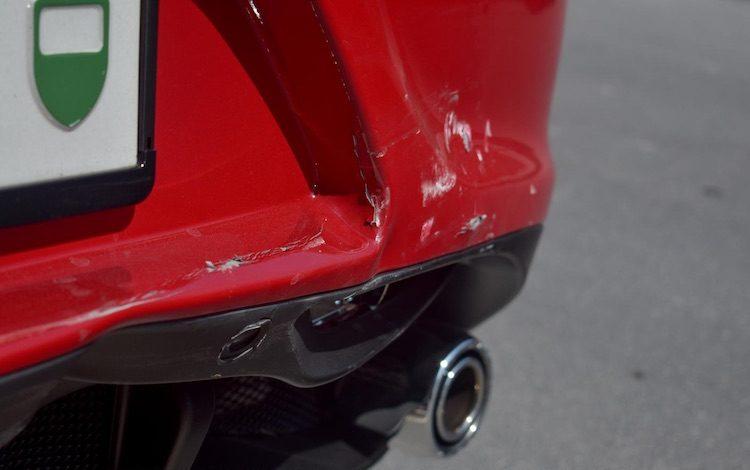 Gespot: Alfa Romeo 4C met schade