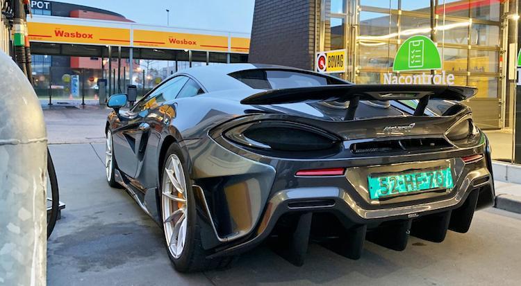 Gespot: nieuwe McLaren 600LT tankt in Utrecht