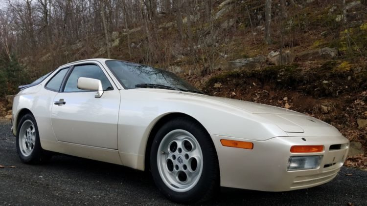 Porsche 944 Turbo wit