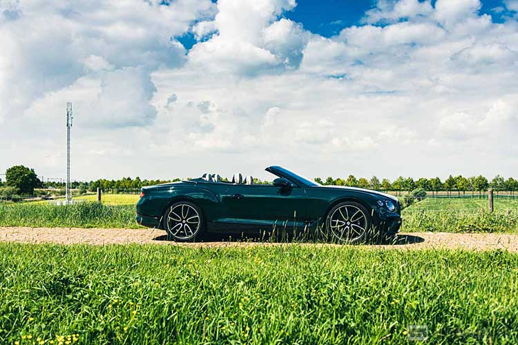 Bentley Continental GTC W12 rijtest en video