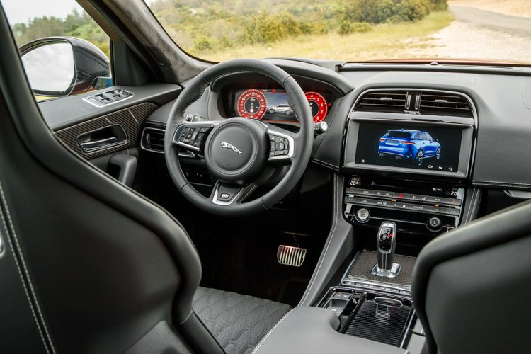 Jaguar F-Pace SVR rijtest en video