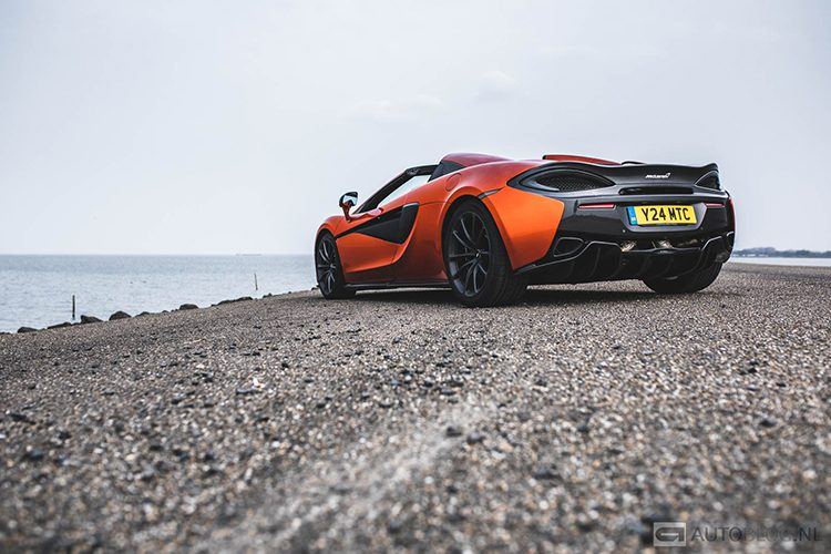 McLaren 570S Spider rijtest en video