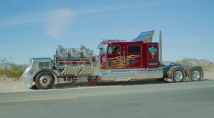 Deze bizarre truck heeft 24 cilinders en 12 superchargers