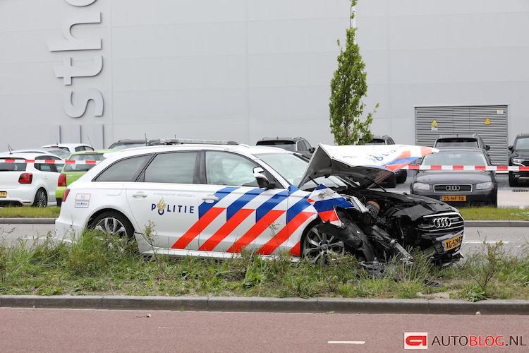 Politie Audi in puin na achtervolging Hendrik-Ido-Ambacht