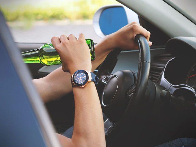 jongeren-alcohol-auto