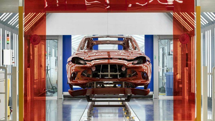 Aston Martin DBX St. Atham fabriek '19