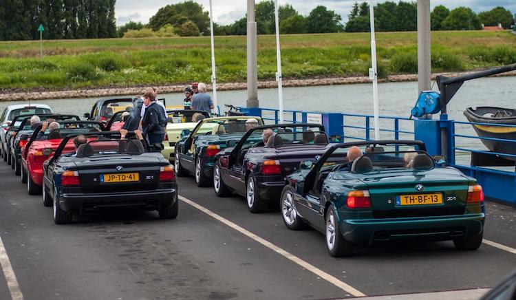 Gespot: BMW Z1 Club samen op het pontje