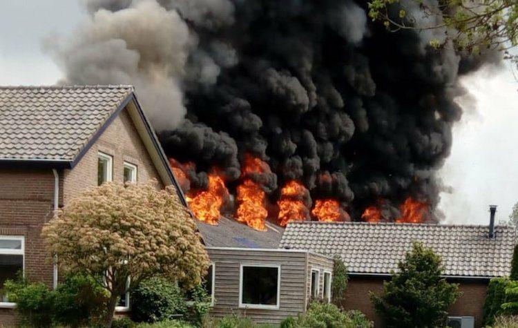 Grote brand verwoest Skyline-tuner in Sint-Hubert