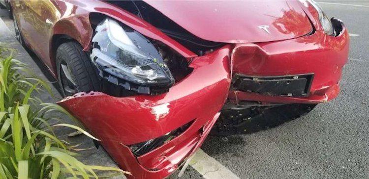 Tesla Model 3 sneuvelt tijdens proefrit