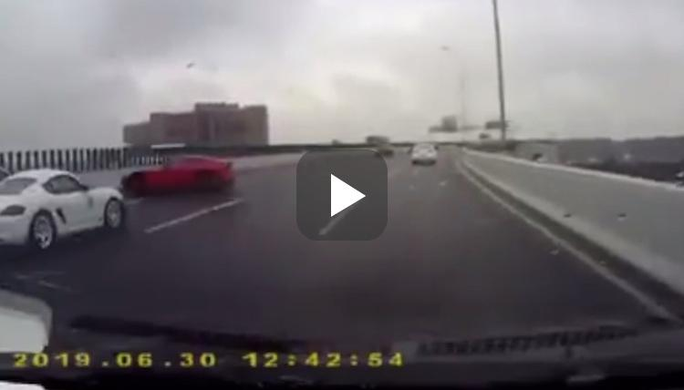 Video: 740 pk sterke F12berlinetta geeft gas in de regen