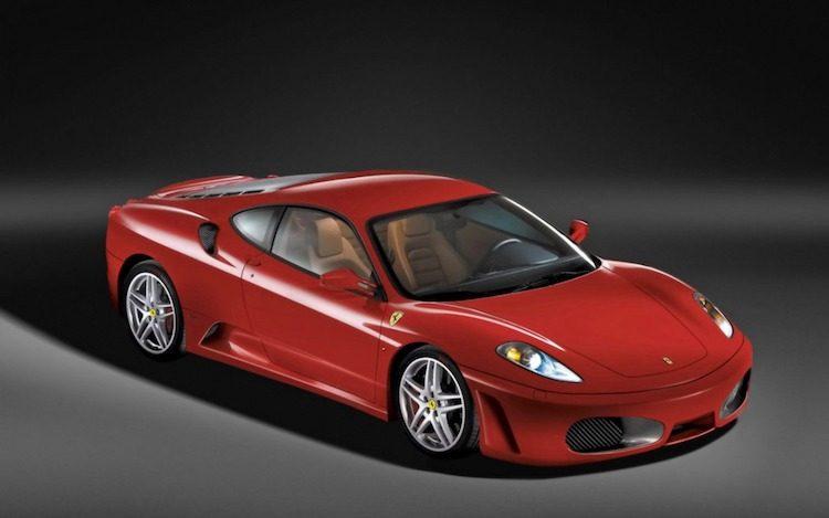 Man koopt Ferrari met problemen, wil miljoenen