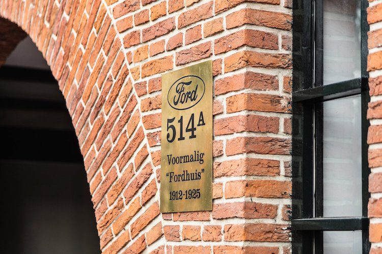 Hoe een AB-lezer de eerste Ford garage in Nederland heeft gerenoveerd