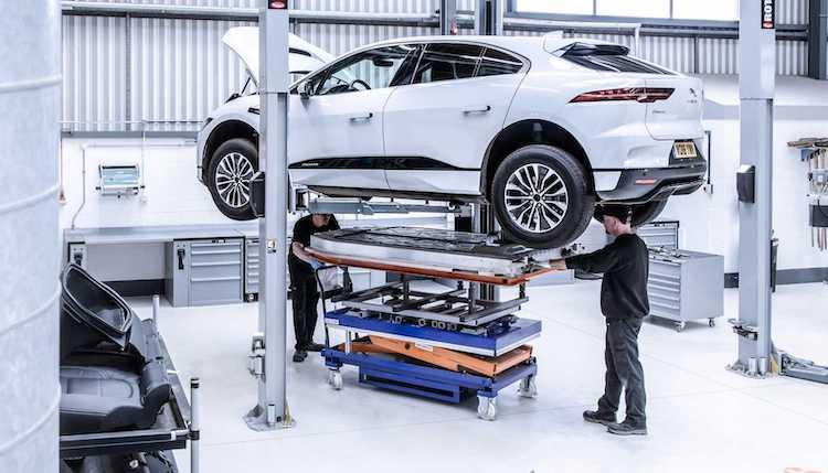 Jaguar smelt oude auto's om voor nieuwe I-PACE