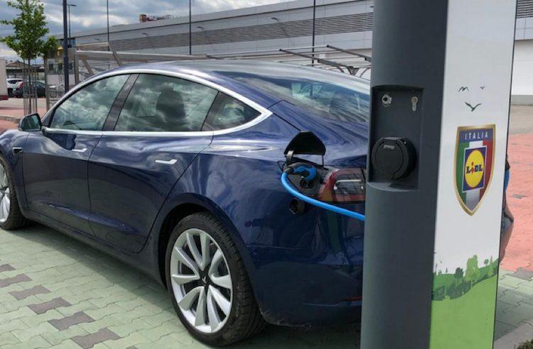 Met de Tesla Model 3 op vakantie naar het buitenland