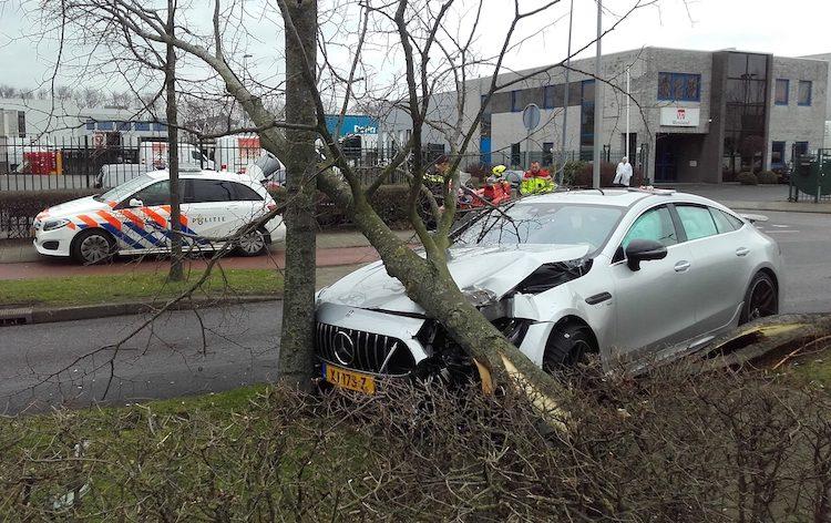 Vierdeurs AMG GT van 250K euro's na 5 dagen stukgereden