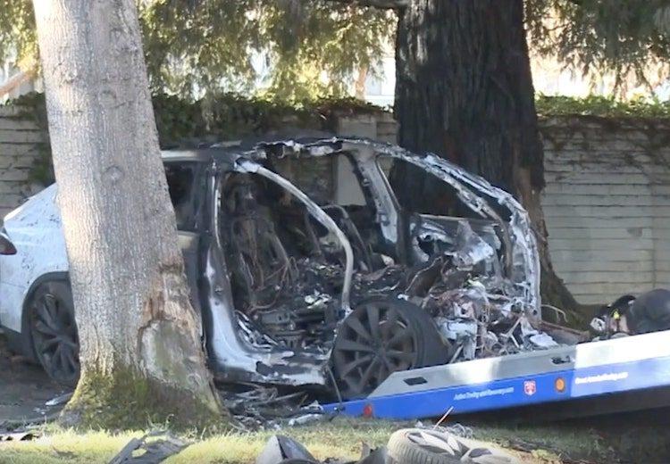 Tesla-werknemer crasht Model X, ontsnapt voor vlammen toeslaan