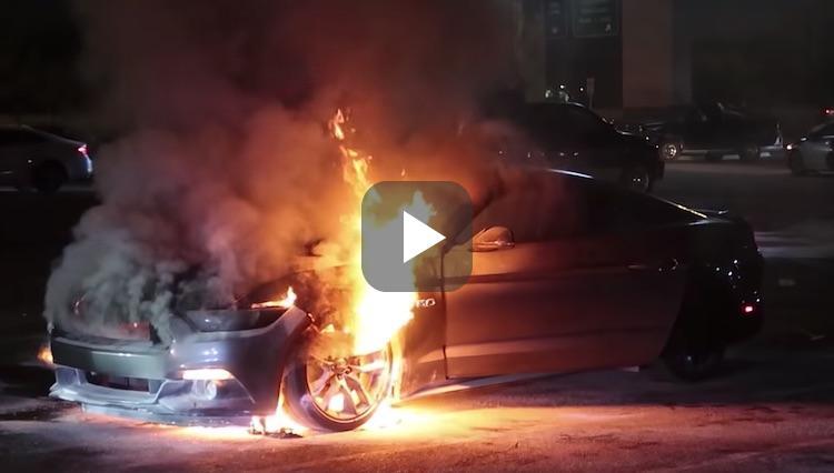 Video: jongen doet stoer met auto, loopt verkeerd af