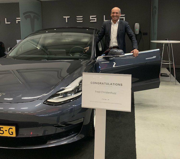 Nederlander ontvangt eerste Model 3 van Europa