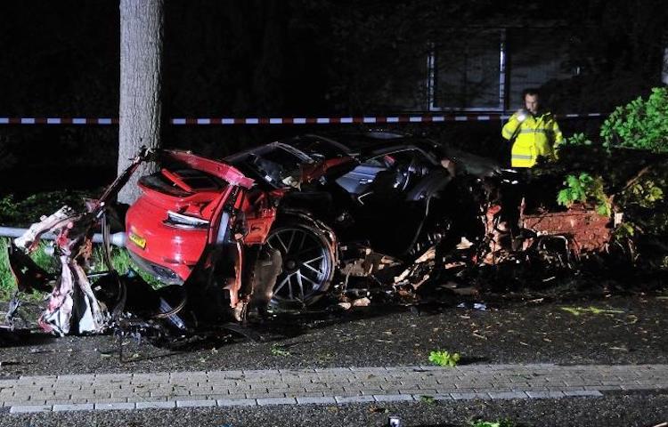 Geleende Porsche maakt enorme klapper in Bergen