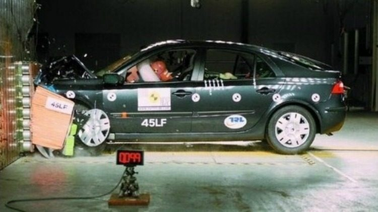 Renault Laguna EuroNCAP '01