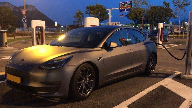 BOVAG: Tesla verkoopt in december ruim tienduizend Model 3