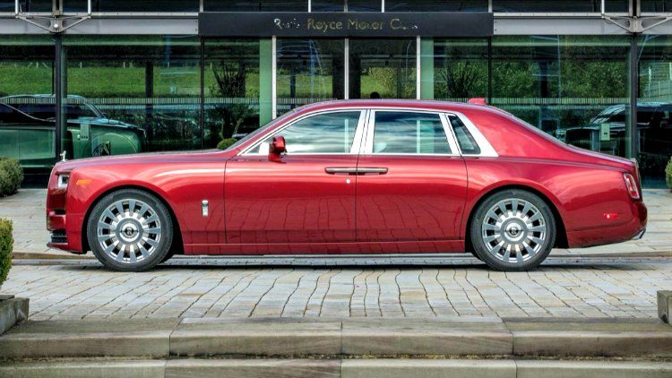 Rolls-Royce Phantom VIII Product (RED) '19