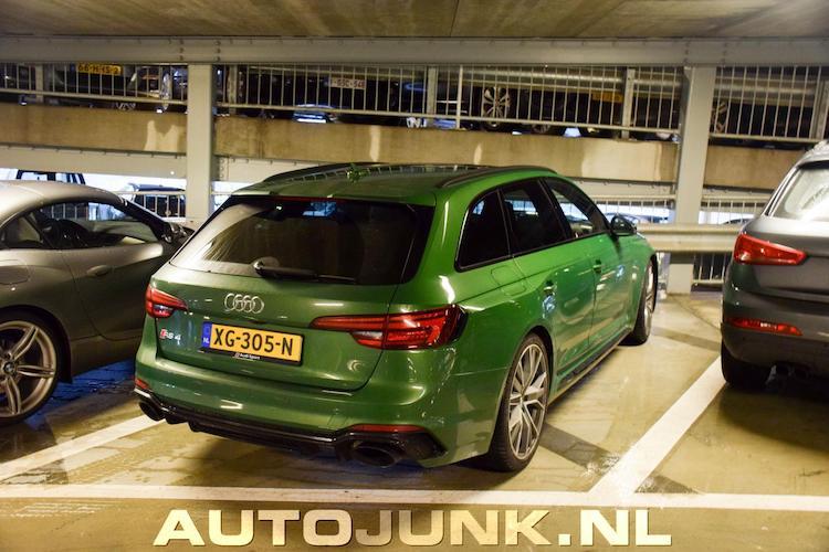 Tienmaal nieuwste Audi RS 4 Avant op gele platen