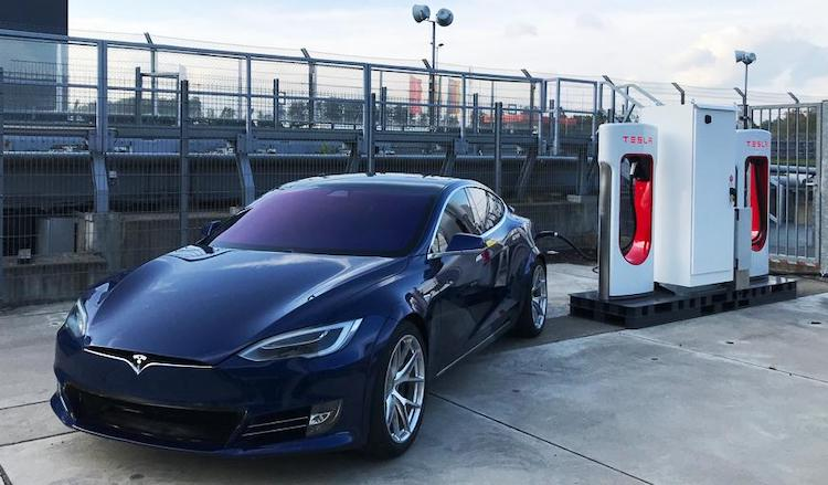 Tesla installeert Supercharger langs de Nürburgring