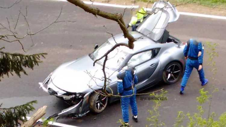 Toyota Supra sneuvelt op de Nürburgring