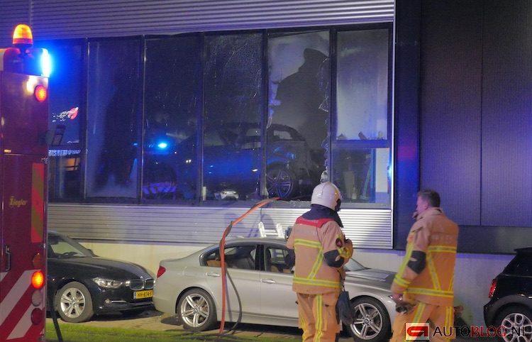 BMW i3 spontaan in de fik bij dealer in Enschede